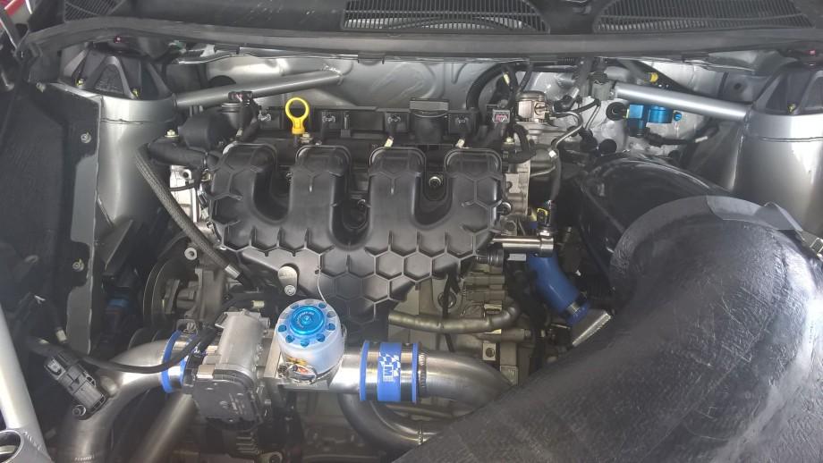 Compartiment moteur de la Ford FiestaR5 Accro-Race